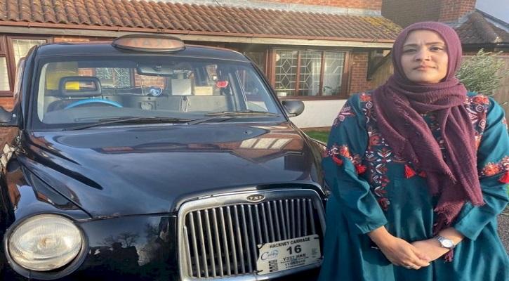 প্রথম বাঙালি নারী হিসাবে হিজাব পড়ে ট্যাক্সি চালাচ্ছেন শেলী!